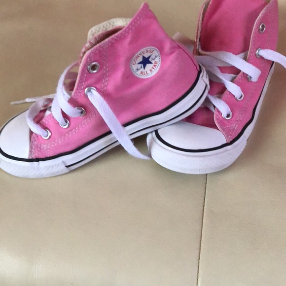 79b6ab862dae Converse Other - Gently used girls converse